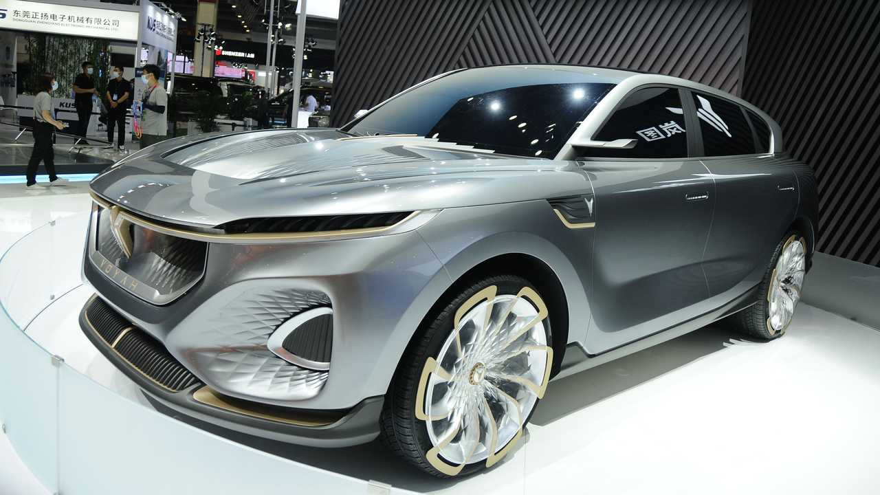 Voyah iFree Electric SUV (front three-quarters)