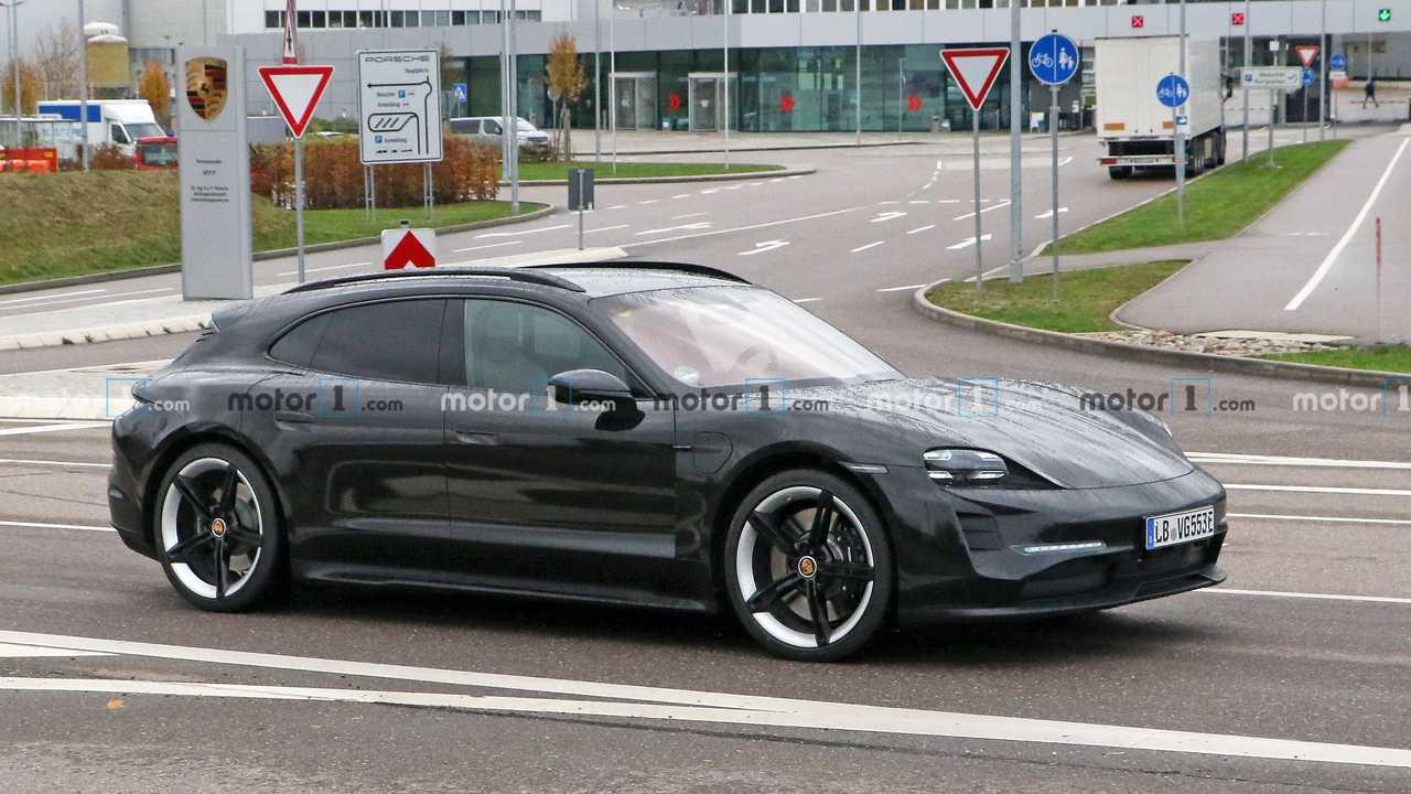 Porsche Taycan Cross Turismo new spy photo (front three-quarters)
