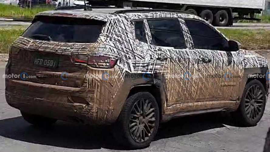 Flagra: Jeep Compass 2022 em Betim (MG)