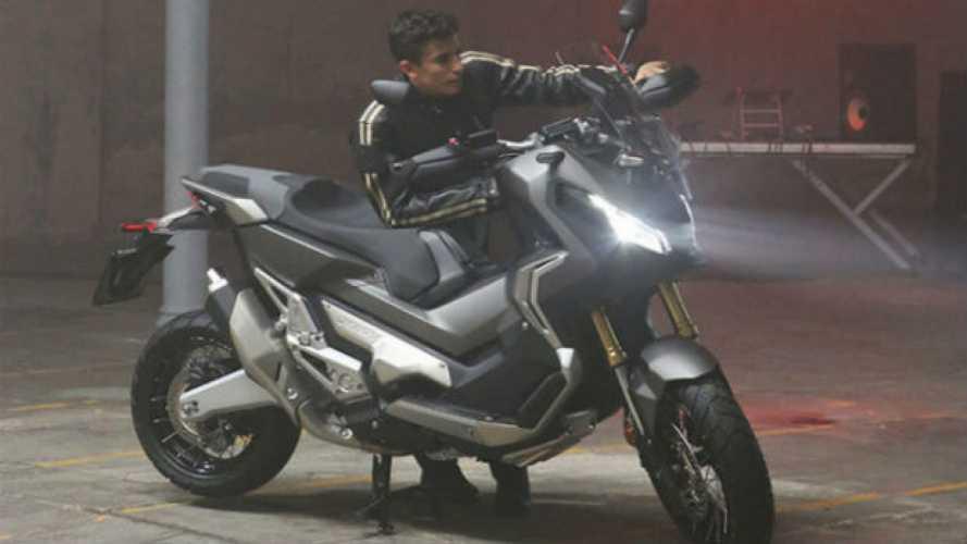 Marc Marquez si da alla musica: suona una Honda X-ADV [VIDEO]