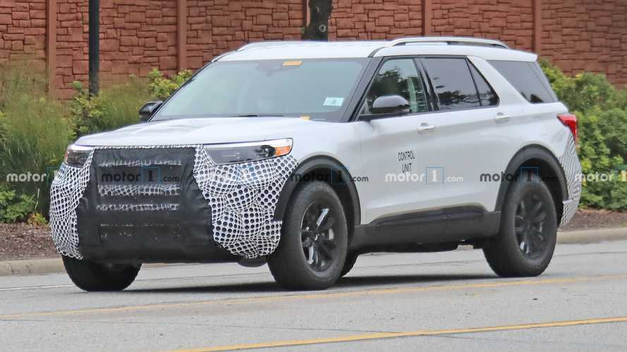 Ford Explorer FX4 Spied Showing Off Rugged Appearance