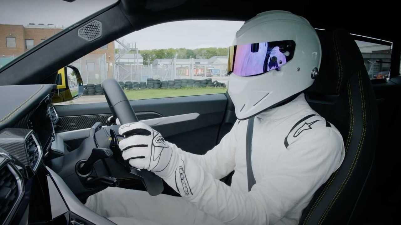 Lamborghini Urus felfalja Top Gear pálya a Stig a kontroll