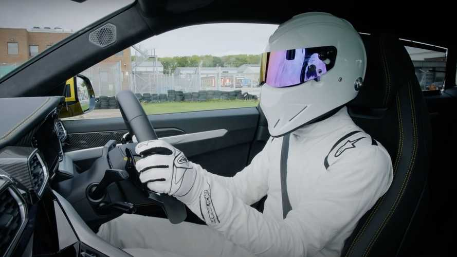 Lamborghini Urus devours Top Gear track with the Stig in control