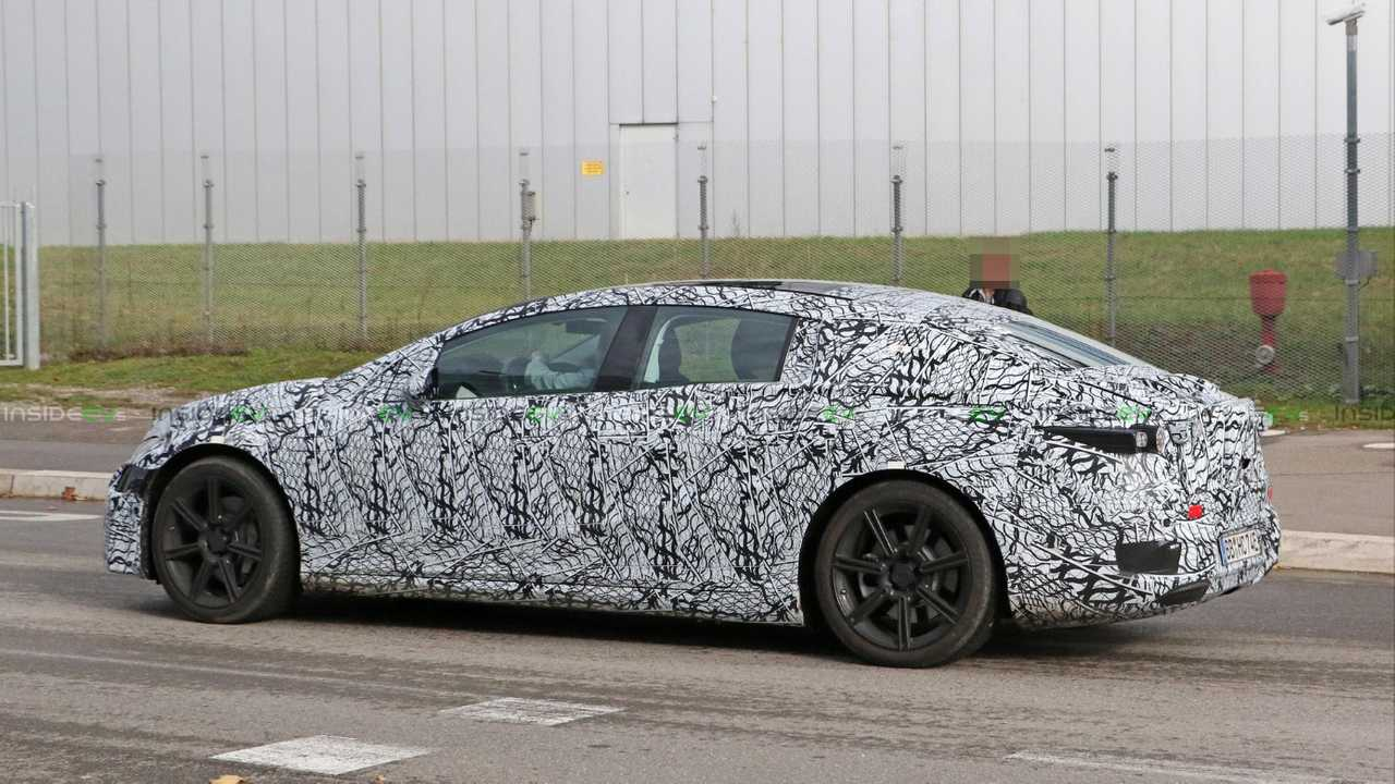 Mercedes-Benz EQS prototype spy photo