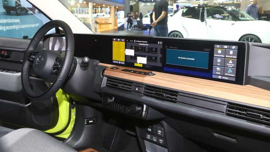 Honda e, a Francoforte svela i prezzi e il maxi schermo