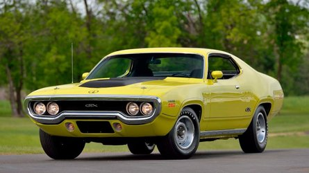 Ultra rare restored 1971 plymouth hemi gtx sold for 253k at mecum
