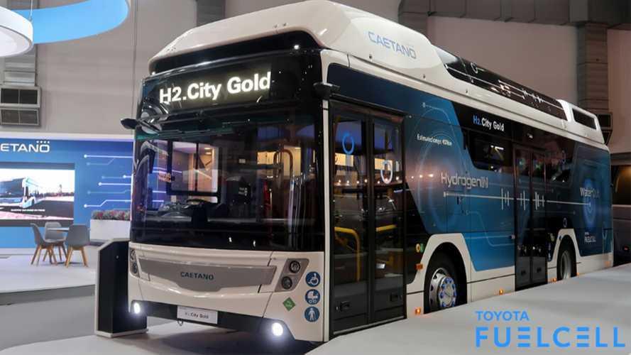Toyota ha presentato a Bruxelles il suo primo bus a idrogeno