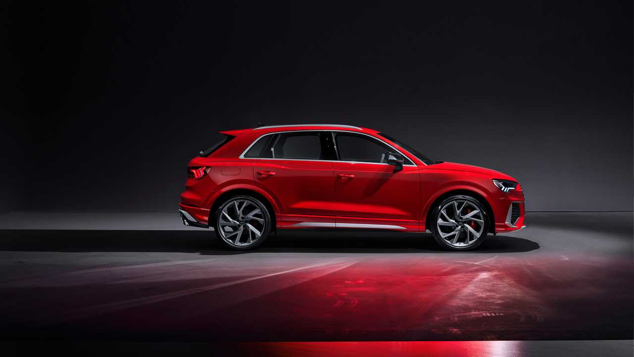 Audi Rs Q3 Sleeker Sportback Arrive With 394 Hp Hit 60 In 4 5 Seconds