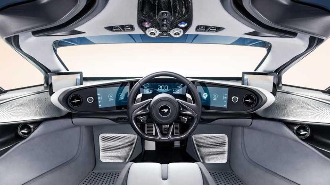 Copertina Auto con il volante in posizione centrale