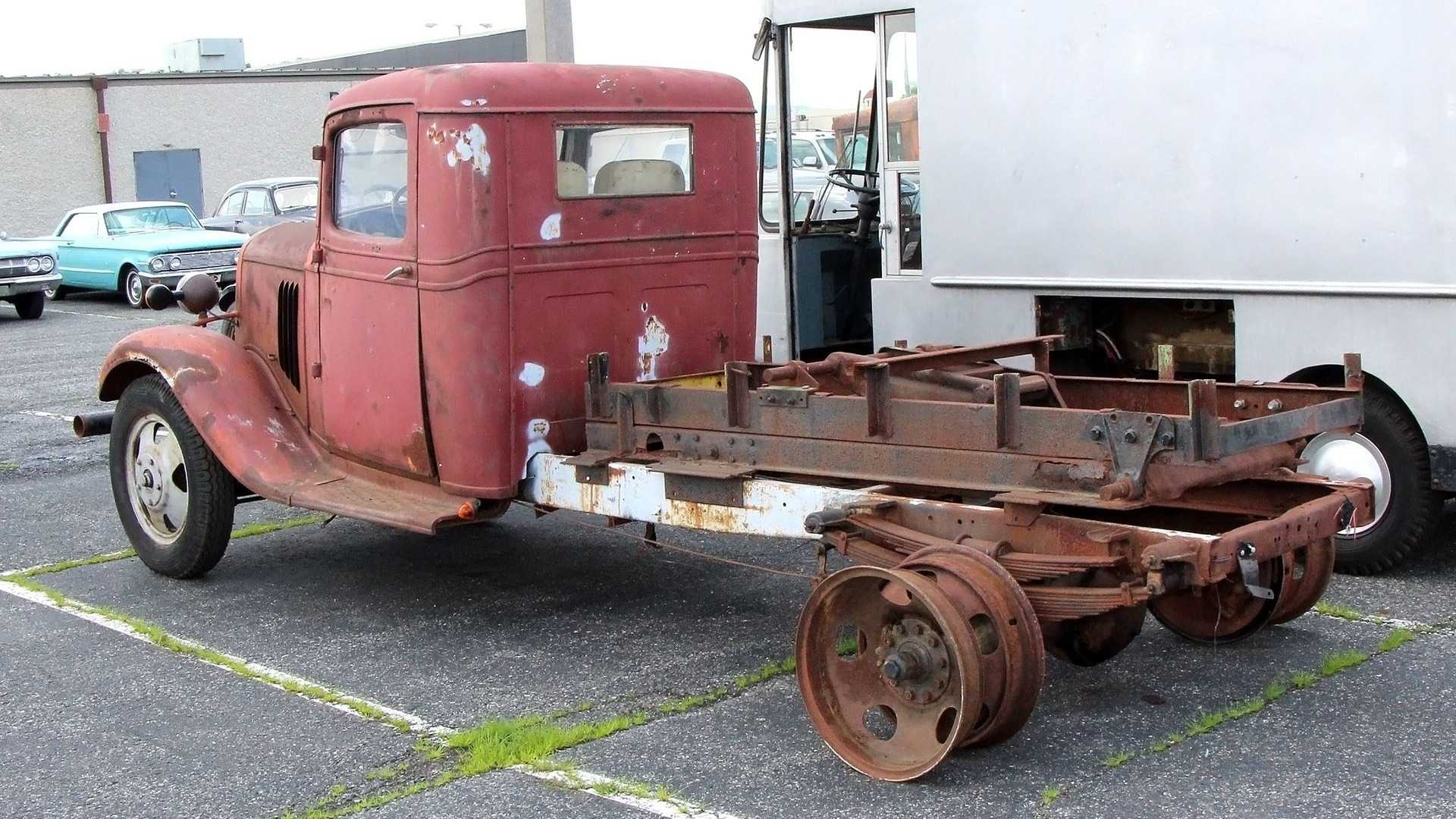 """[""""Ambitious 1935 Chevrolet Dump Truck Project Could Have Huge Payoff""""]"""