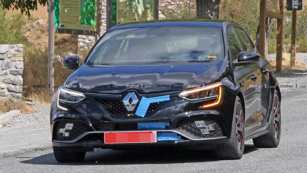 Renault Megane RS Trophy R Facelift Spy Shots