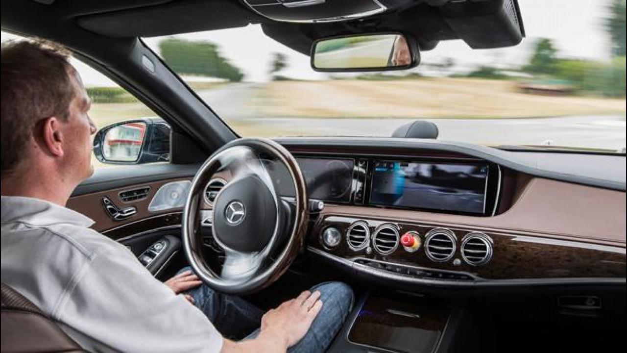 [Copertina] - Una Mercedes Classe S a guida autonoma sulle tracce di Bertha Benz