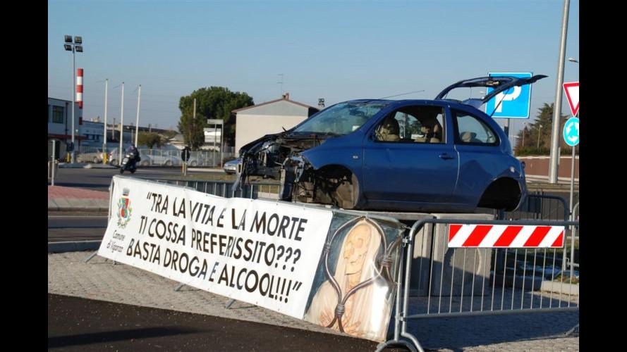 Slogan in lingua veneta e auto distrutte in mostra per la sicurezza stradale
