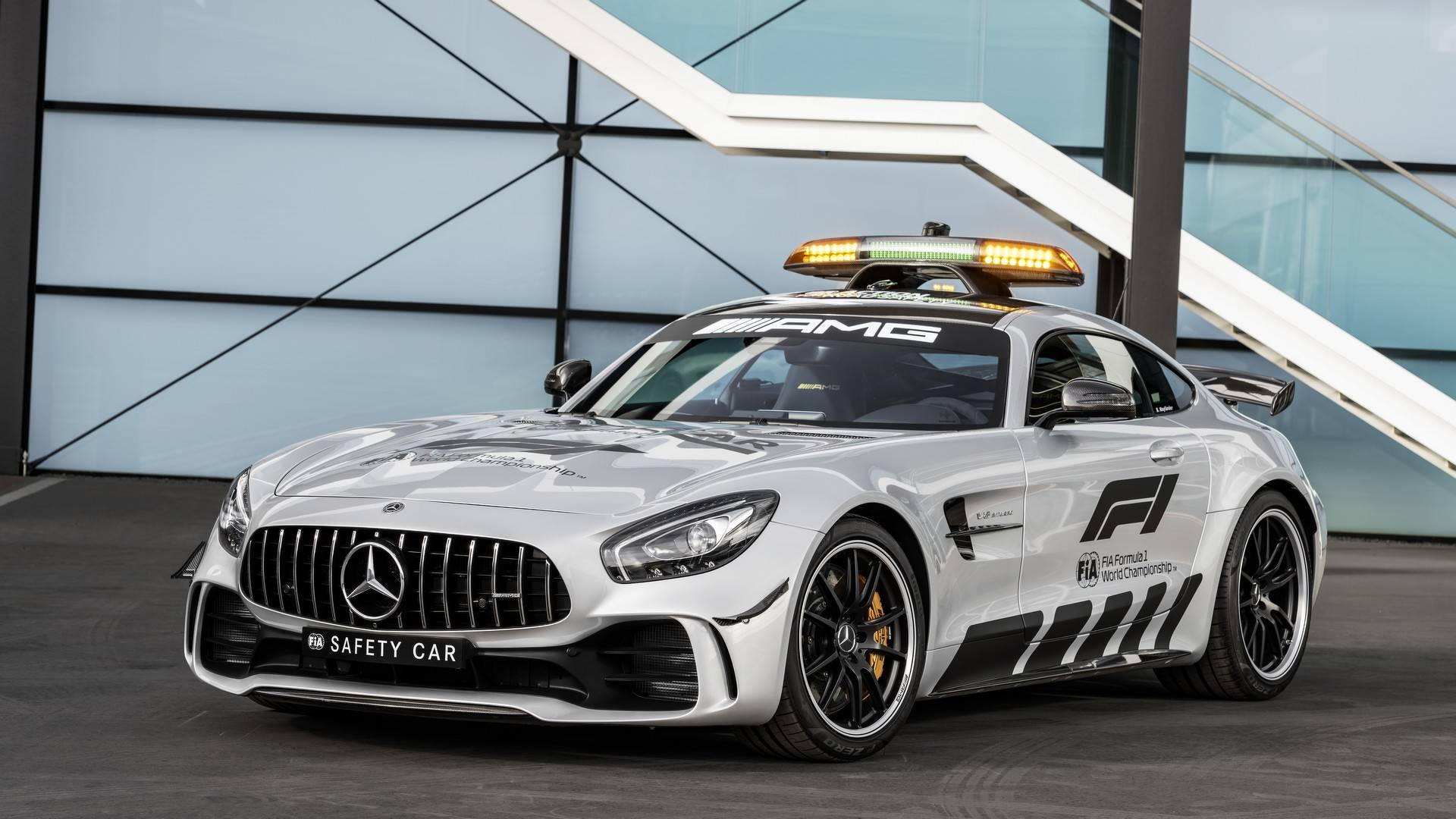 https://cdn.motor1.com/images/mgl/P813L/s1/2018-mercedes-amg-gt-r-formula-1-safety-car.jpg