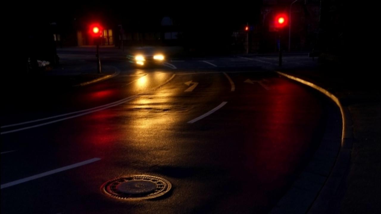 [Copertina] - Sicurezza stradale, novità per cartelli e illuminazione