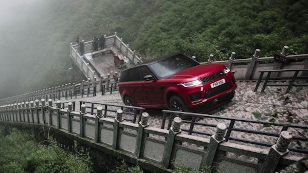 [Copertina] - Range Rover Sport PHEV, verso le porte del paradiso