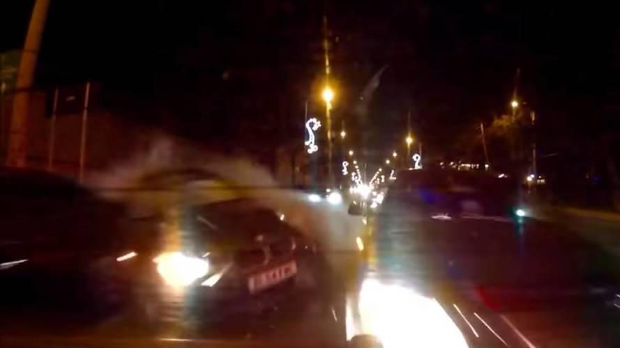 Nöbet geçiren BMW sürücüsü kaza yaptı