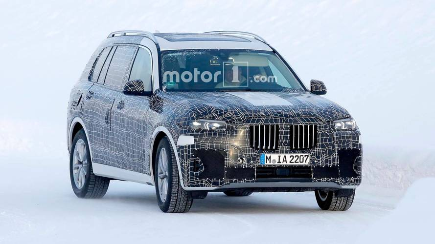 BMW X7 spied testing in the snow