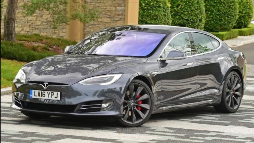 Tesla, da oggi tutte con la guida autonoma