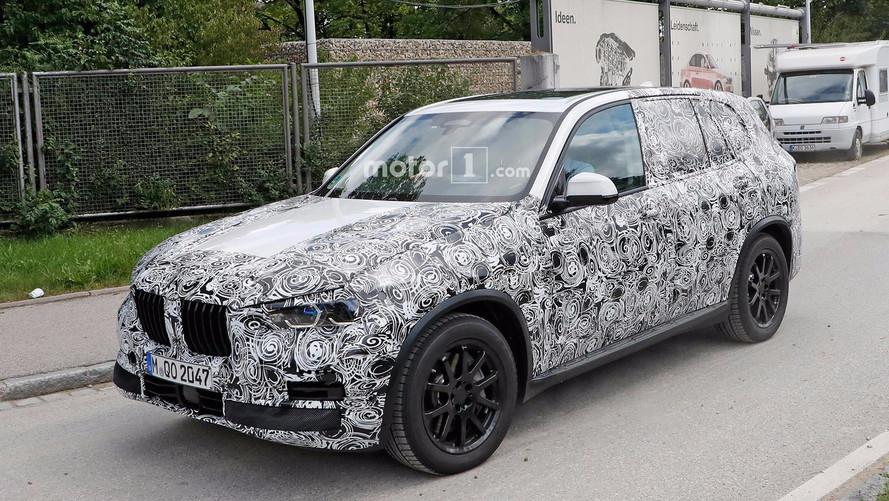 Yeni BMW X5 seri üretim farlarıyla görüntülendi
