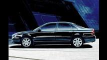 Großer schwarzer Wagen