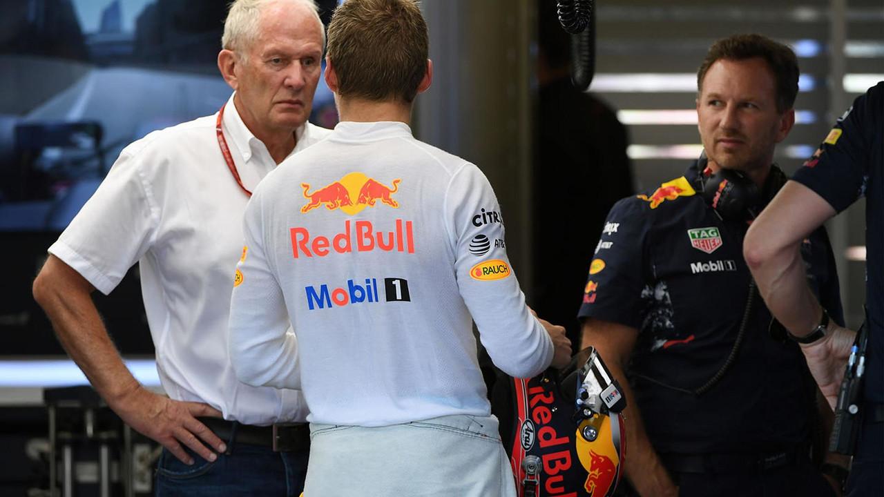 Dr Helmut Marko, a Red Bull Motorsport tanácsadója, Max Verstappen, a Red Bull Racing, Christian Horner, a Red Bull Racing Team igazgatója