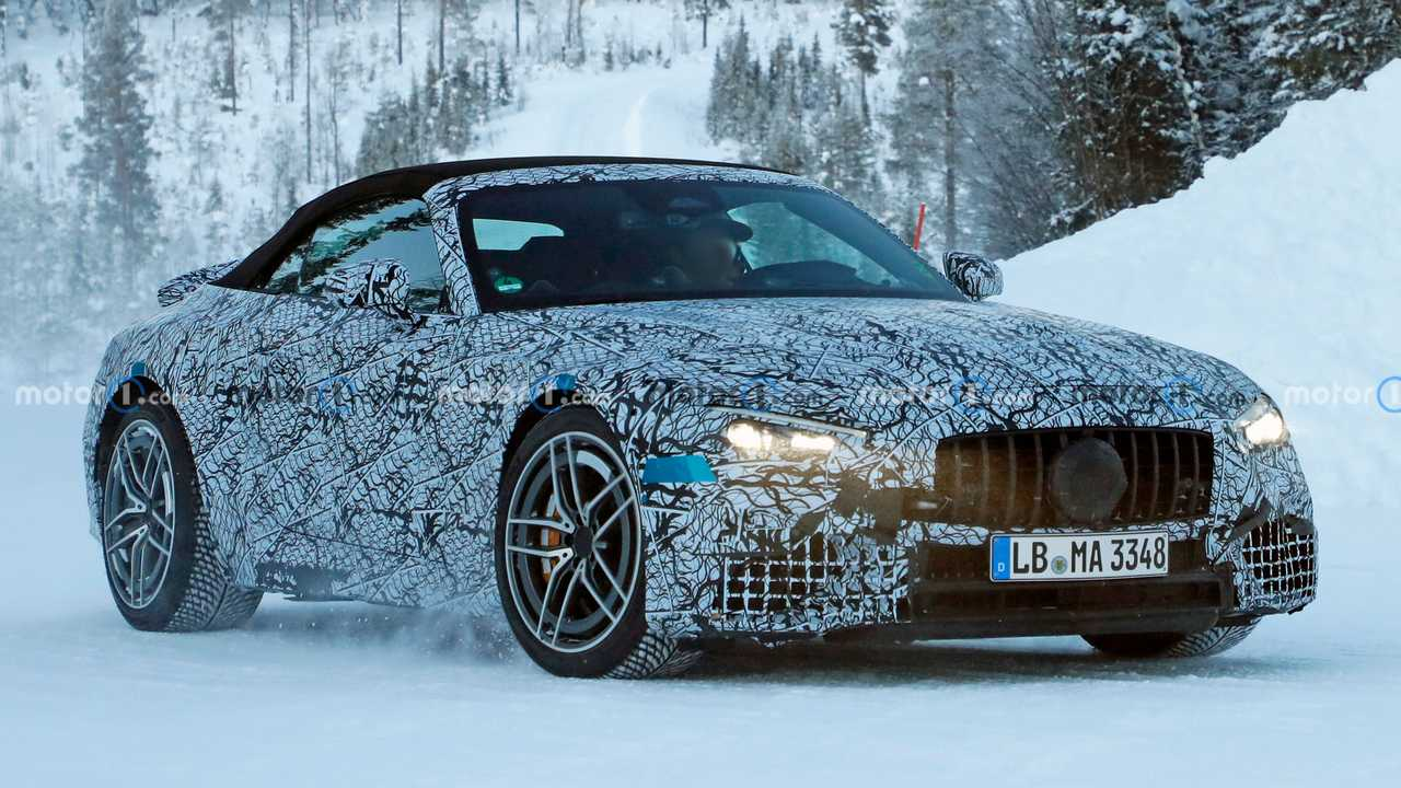 2022 Mercedes SL-Class spied winter testing in Sweden