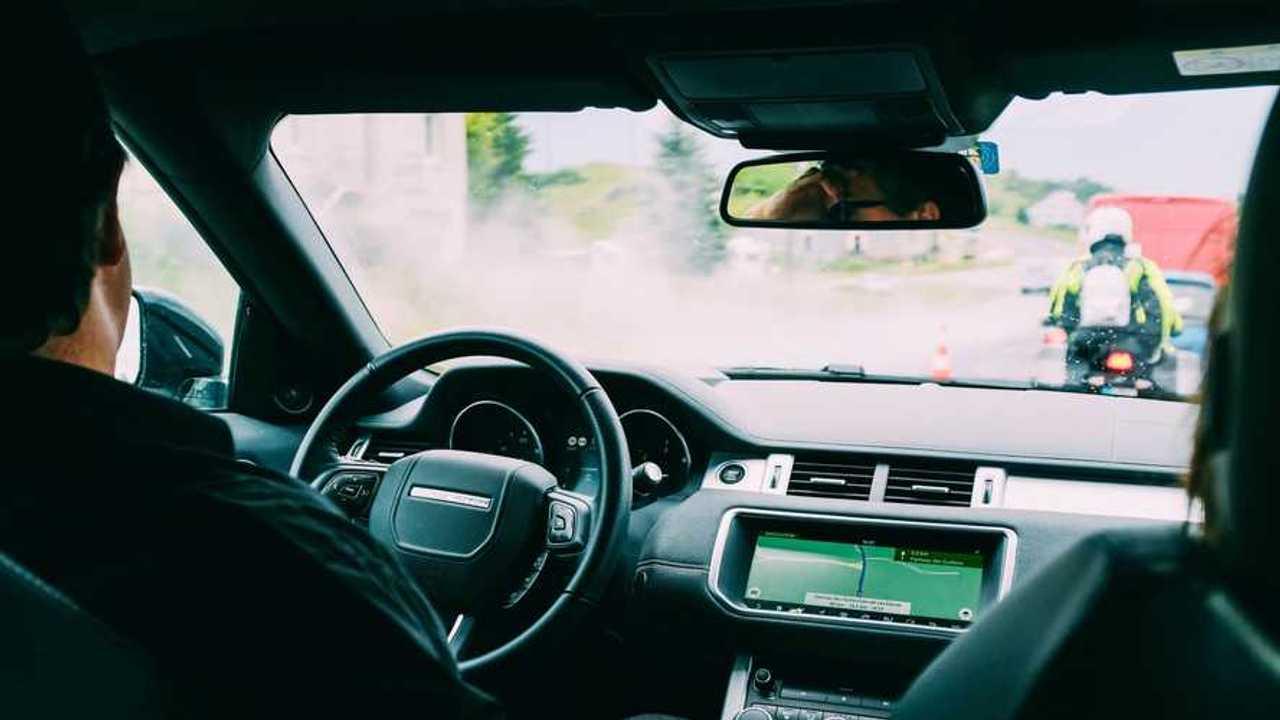 Un conducteur dans les bouchons