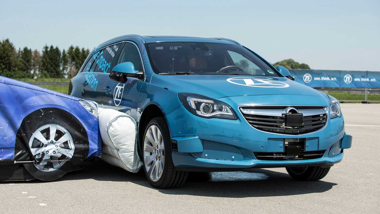 Crash test airbag laterale esterno ZF