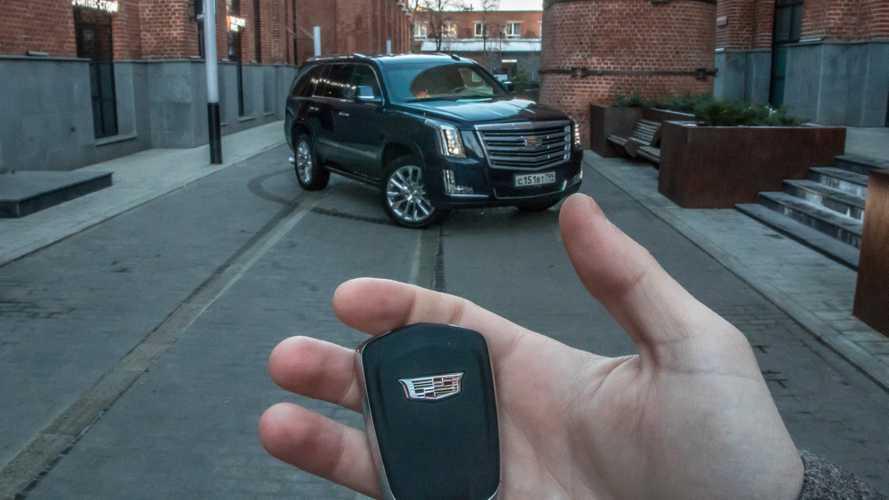 Покупателям Cadillac в России выдадут консьержей