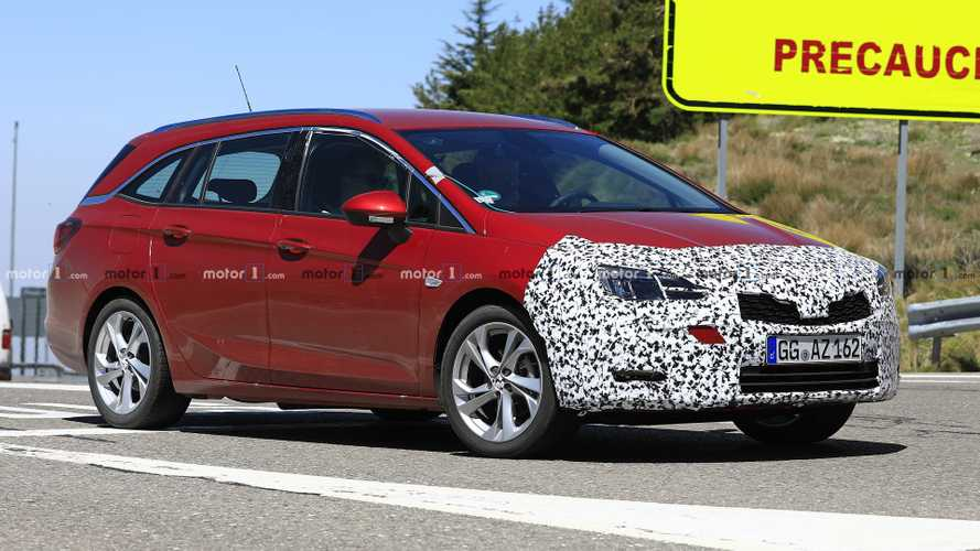 Opel Astra Wagon Facelift Spied Almost Camo-Free