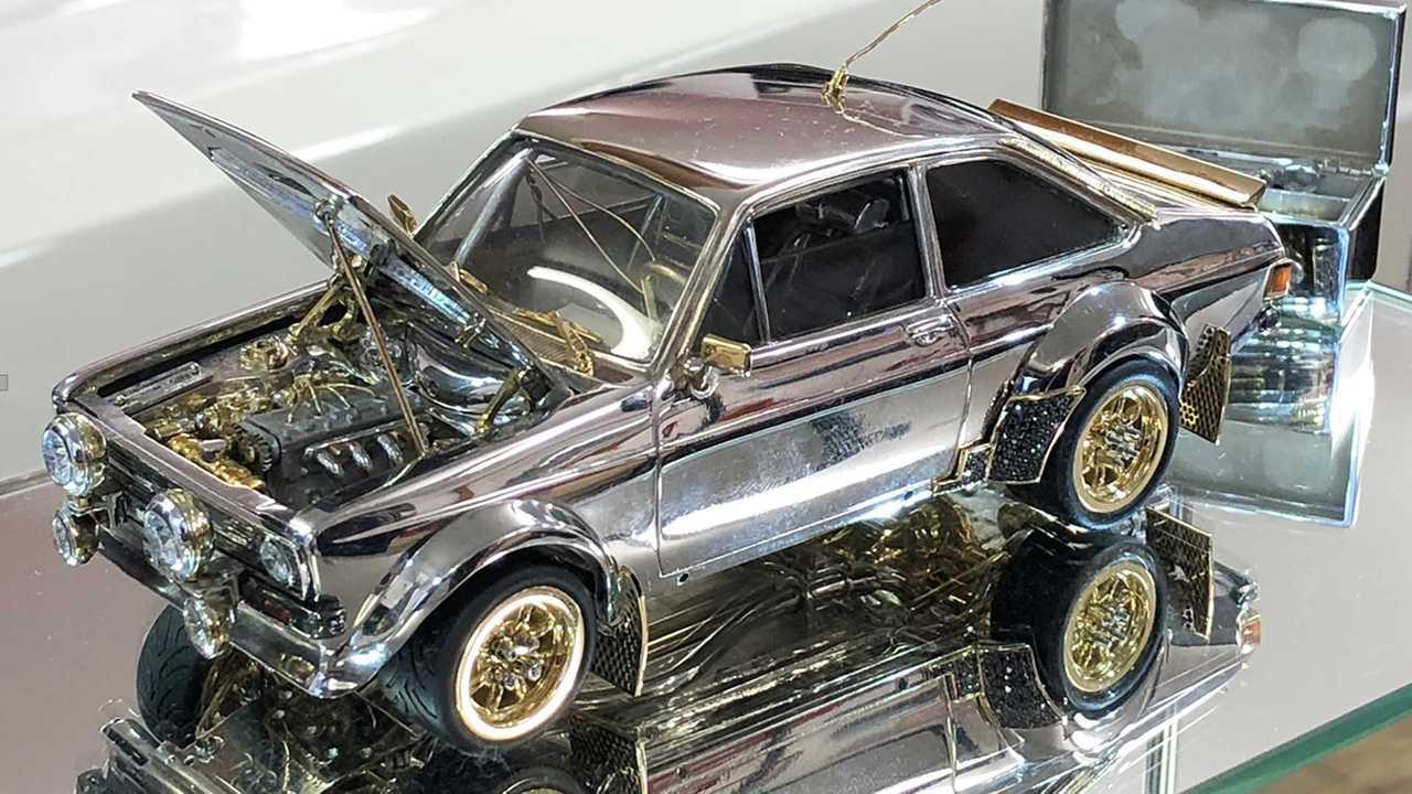 Ford Escort RS1800, il modellino in argento, oro e dimanti