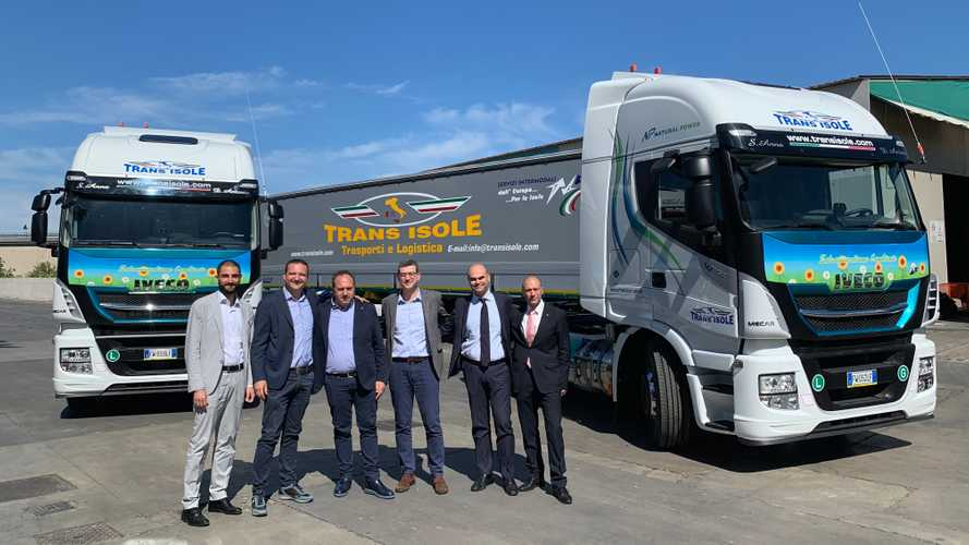 Iveco consegna 35 Stralis NP 460 a Salerno