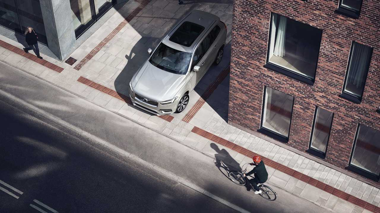 Volvo POC car-bike crash test