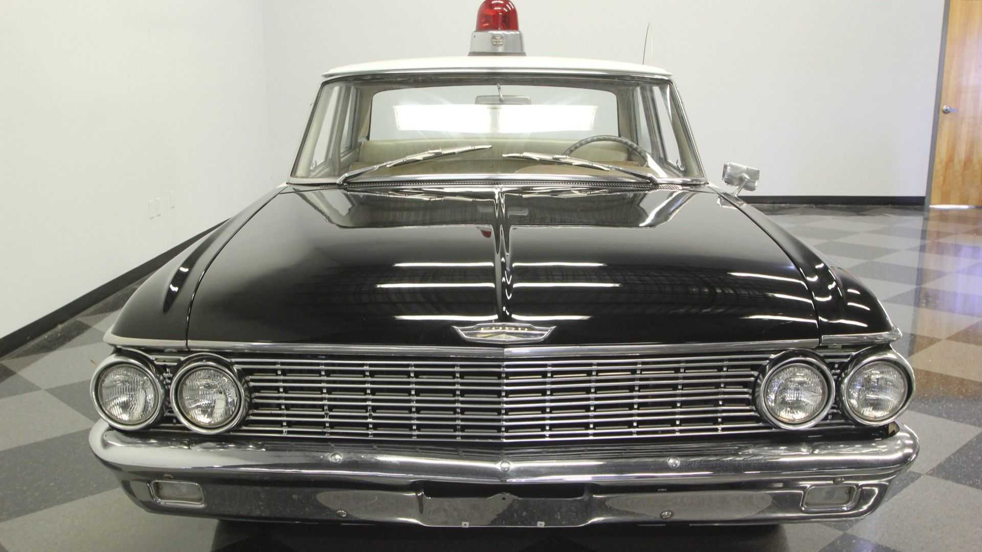 "[""Use A 1962 Ford Galaxie 500 Mayberry Police Car To Arrest Time""]"