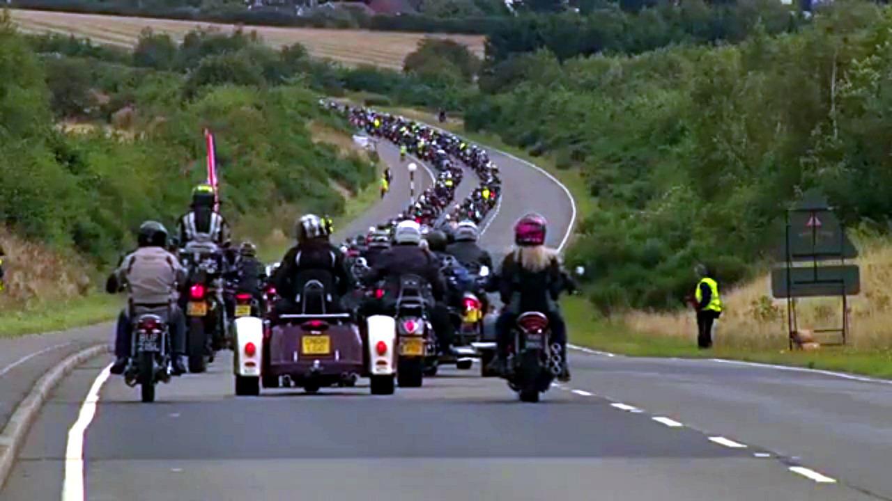 Triumph motorsiklet geçidi.