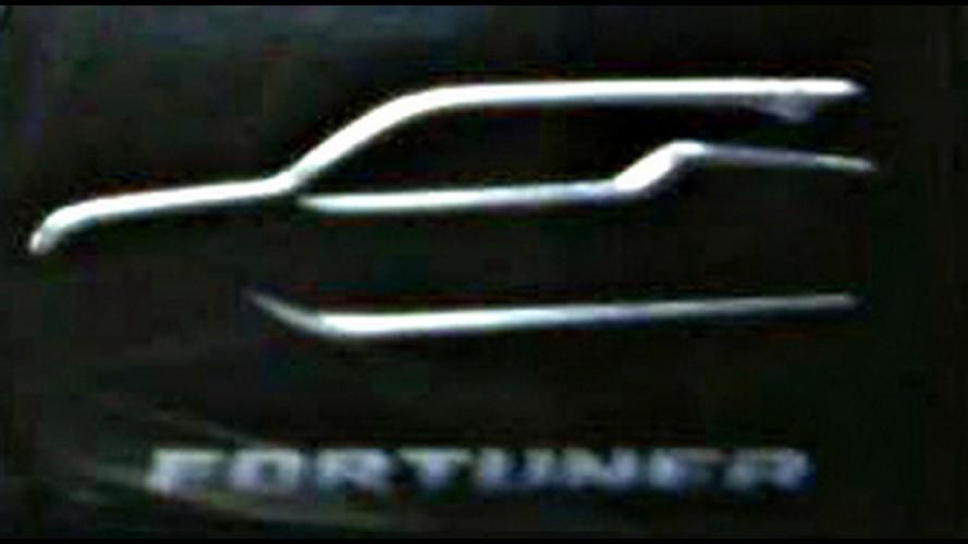 Novo Toyota SW4 mostra silhueta em primeiro teaser divulgado