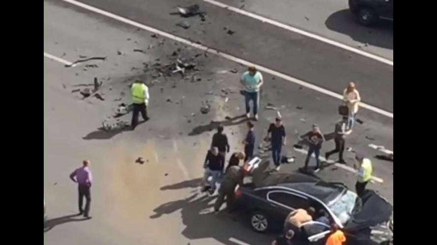 BMW Série 7 de Vladimir Putin se envolve em acidente e motorista morre - vídeo