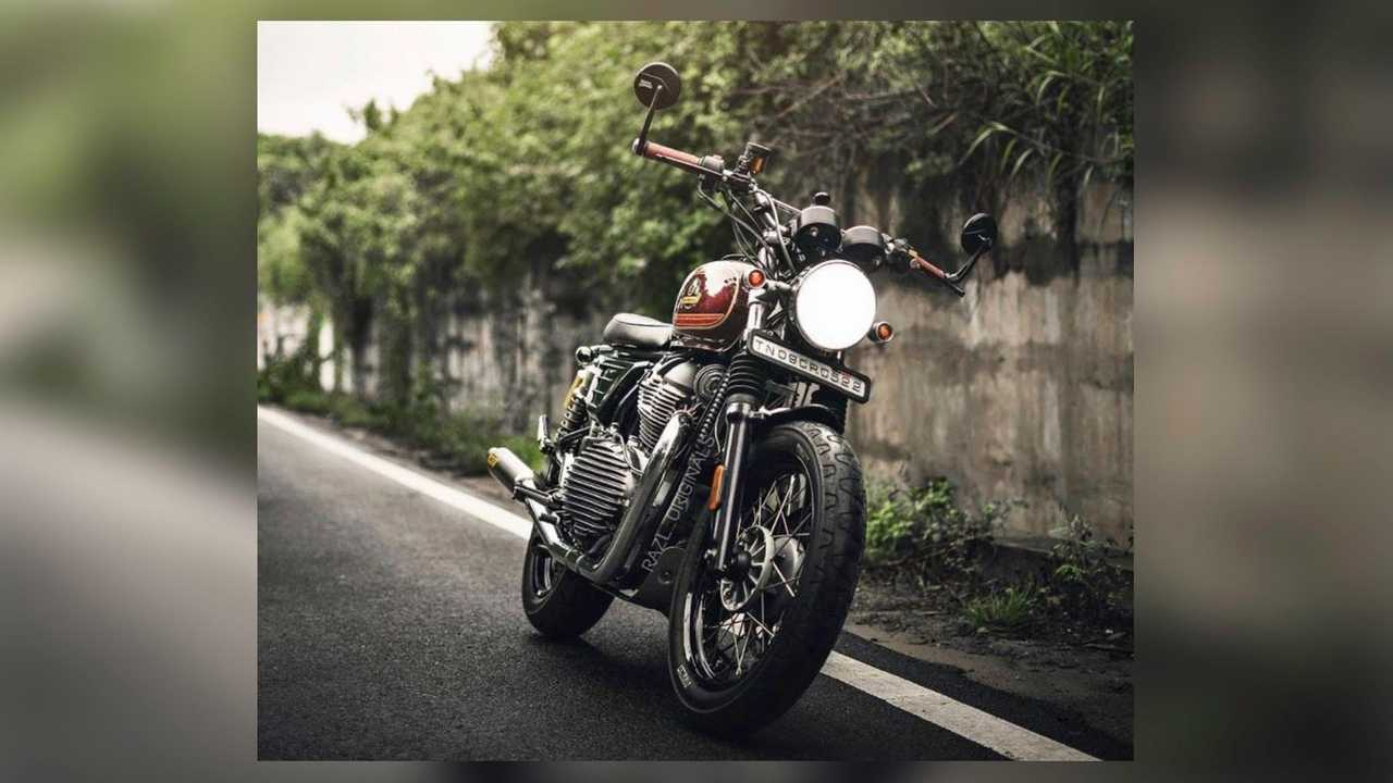 8 Ball: 2019 Royal Enfield Interceptor 650 - Front, Right