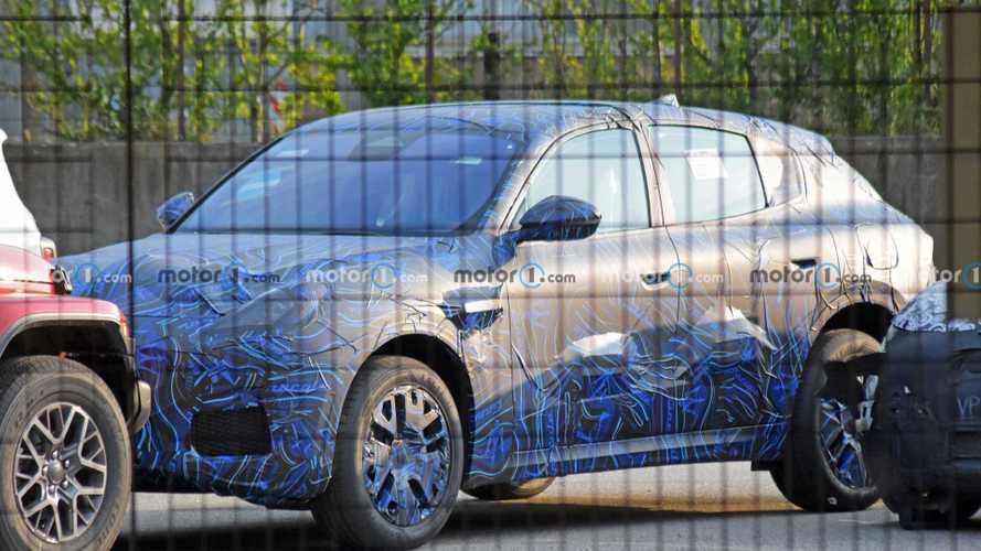 Le Maserati Grecale réapparaît sous l'objectif des photographes