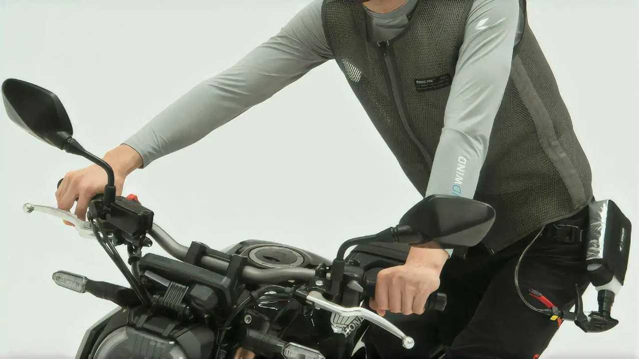 RS Taichi LiquidWind on rider