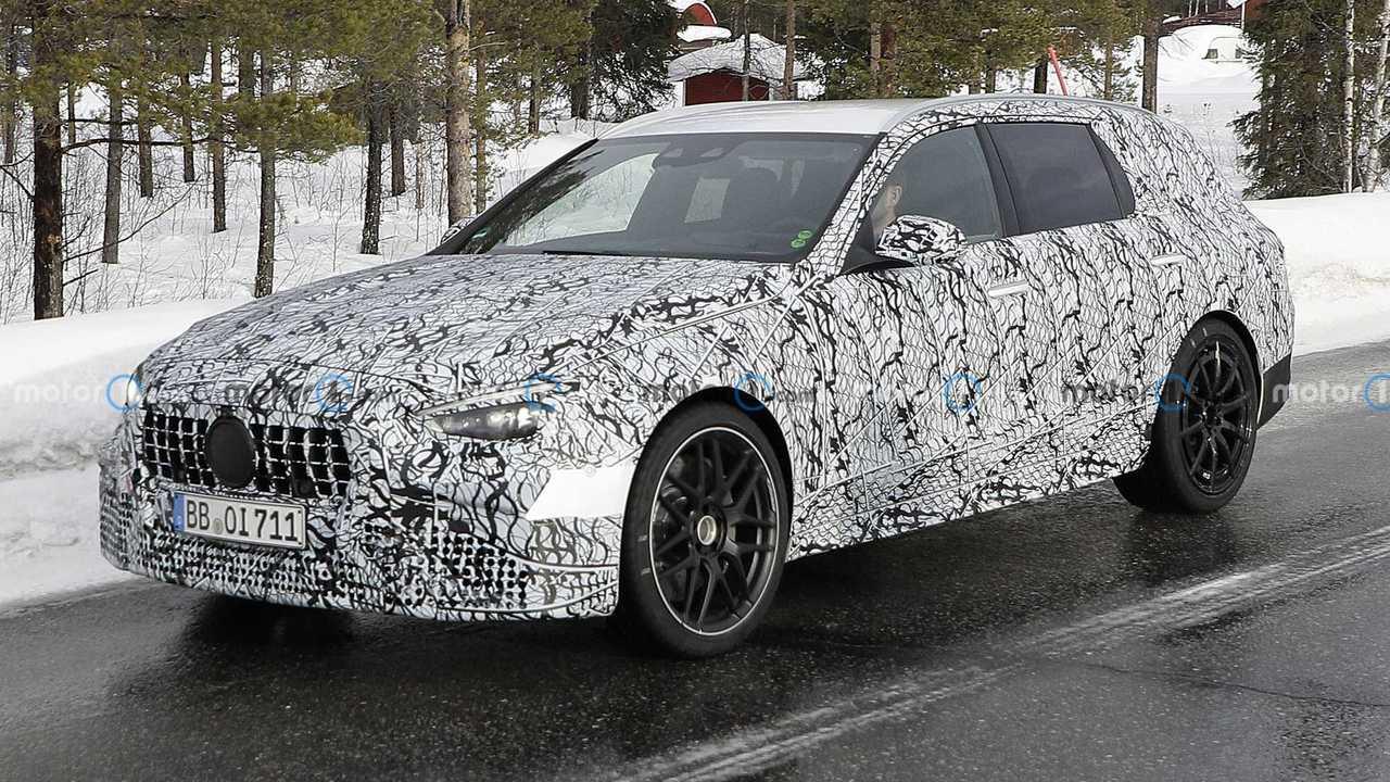 Nuova Mercedes C63 AMG Station Wagon, le foto spia