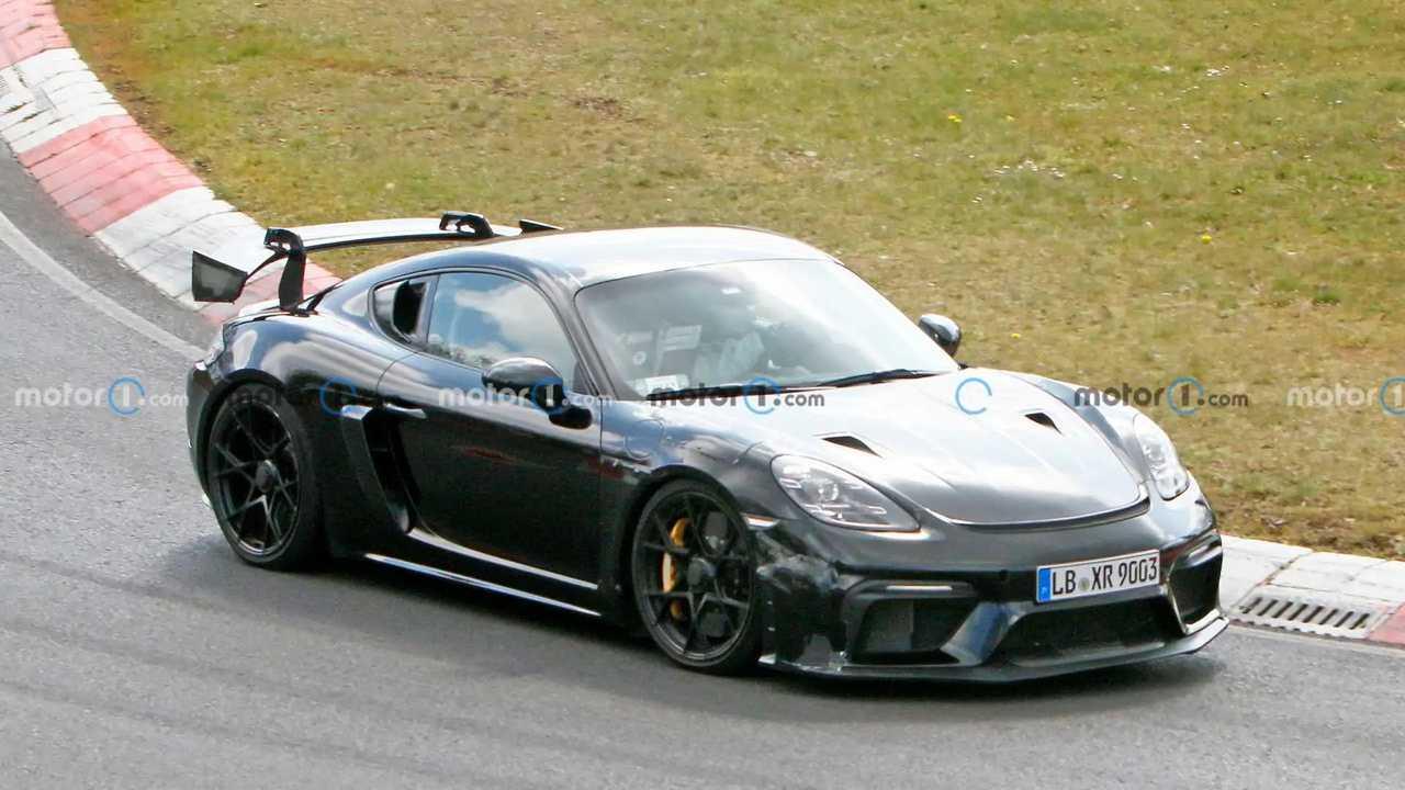 Der Porsche Cayman GT4 RS testet verschiedene Aero-Elemente auf der Nordschleife
