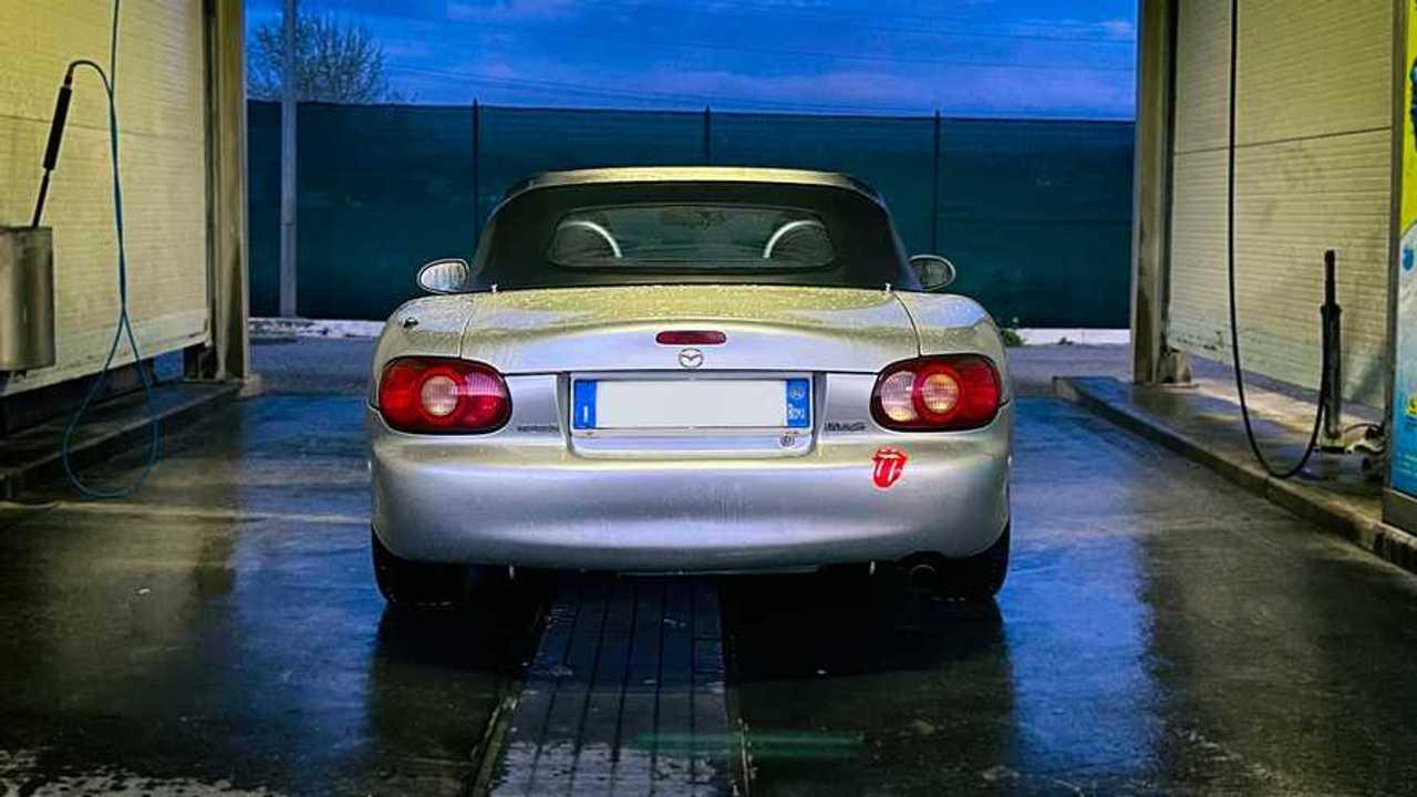 Quando si può lavare la macchina in zona rossa: facciamo chiarezza