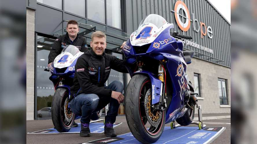 Ian Hutchinson Inks New Deal for 2022 Road Races
