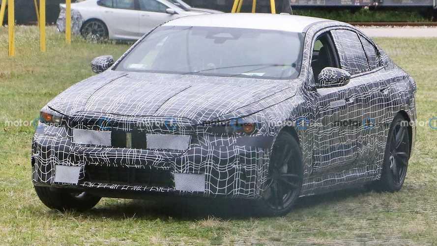 Шпионы впервые поймали новую BMW 5 – и сразу с электроприводом