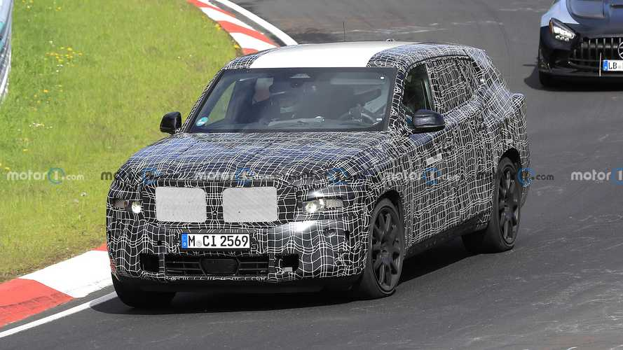 BMW X8 PHEV, devasa gövdesini Nürburgring'e taşıdı