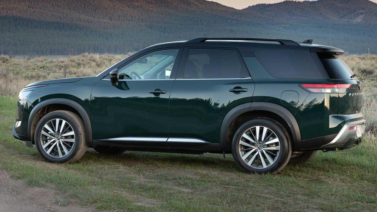 2022 Nissan Pathfinder Platinum Экстерьер Задняя Четверть