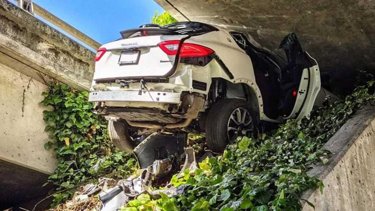 Maserati Levante üldözés utáni baleset