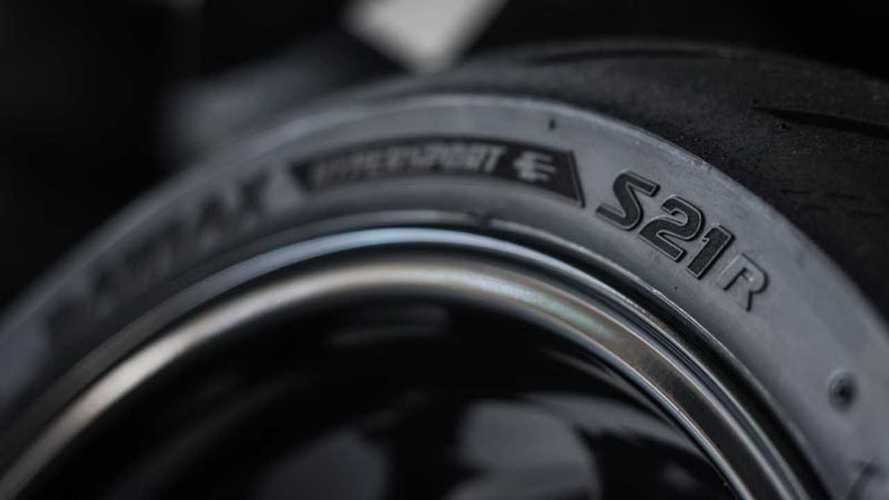 BMW elige el Bridgestone Battlax Hypersport S21 para la S1000RR